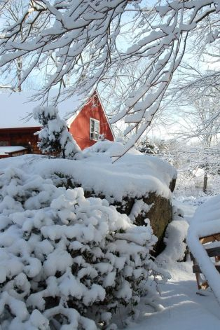 Red Barn in Heavy Snowfall- Found on iheartnewengland.blogspot.com