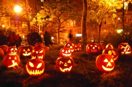 holiday-halloween-glowing-pumpkins