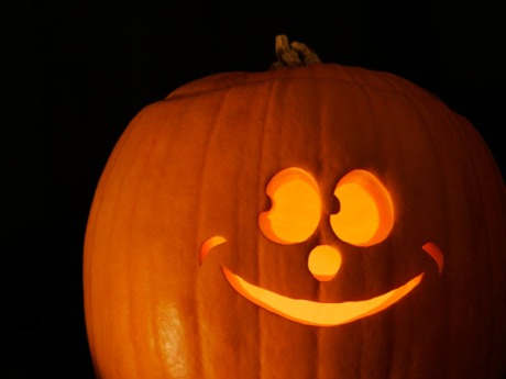 holiday-halloween-smiling-pumpkin-2